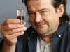 """Darek Ryzczak: er erfand den """"Tollwütigen Hund"""" - ein in Polen sehr beliebter Wodka-Shooter"""