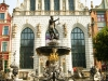 Das Wahrzeichen Danzigs: Neptunbrunnen vor dem Artushof